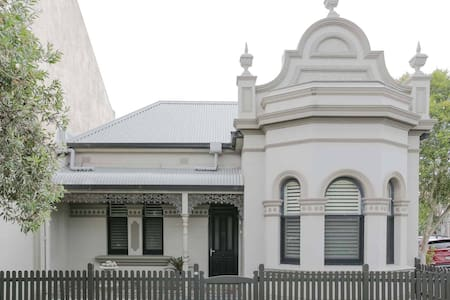 Hayes House, Cooks Hill, Newcastle, NSW
