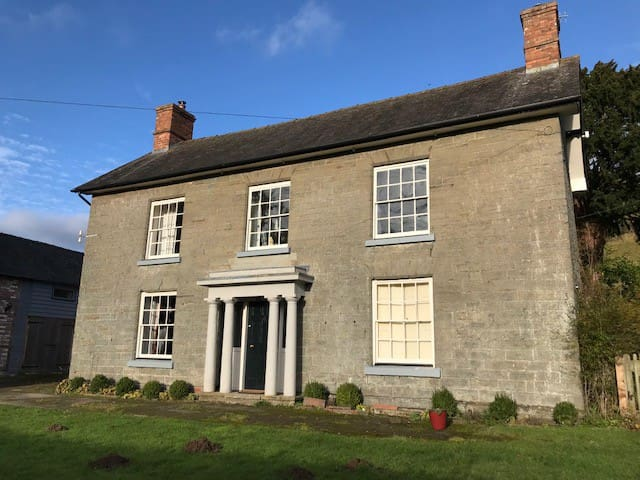 Farmhouse perfect for groups and families