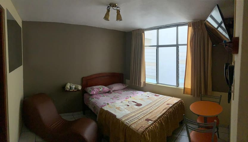 Safe Hostal, privacy, comfy. Near airport