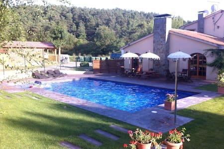 Bungalow en plena montaña con barbacoa y piscina - Borredà