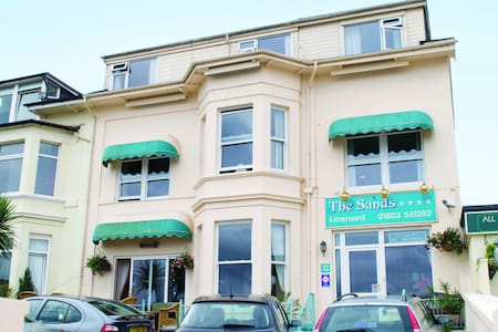 The Sands Seafront Hotel - Paignton - Bed & Breakfast