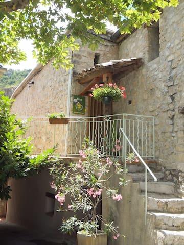 Gîte en Drôme Provençale à Saint-May