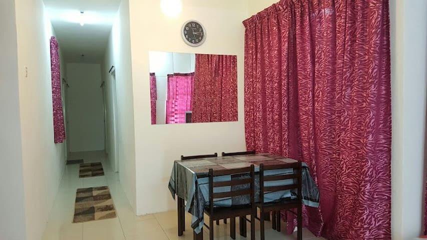 Wan Puncak Iskandar Homestay, Seri Iskandar - MY - House