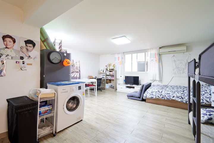 PartyRoom and Comfortable Hongdae Playground House