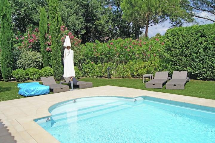 Moderna villa con piscina a Gassin