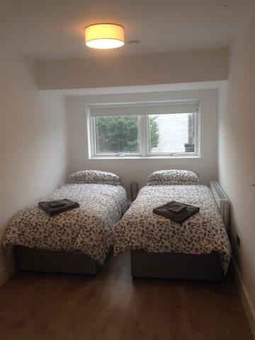 Modern room in prime location easy to access. - Booterstown