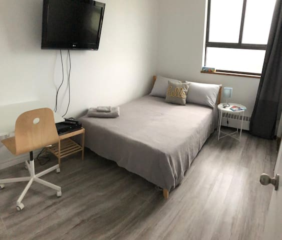 Beautiful one bedroom, near highways 401 & 404.