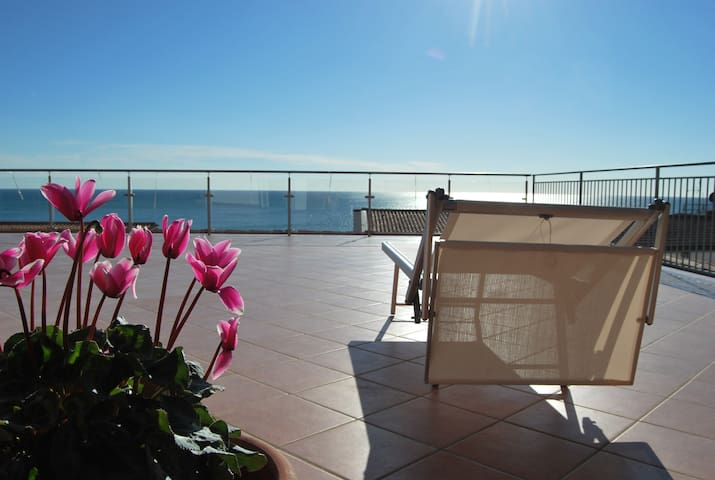 Flat 50 meters from the beach! - Pioppi - Wohnung