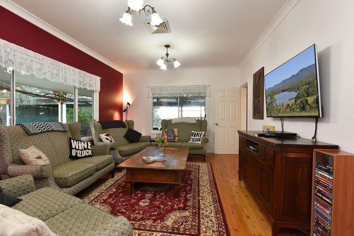 Tabitha Hill Homestead (pet friendly) close to wineries and nature