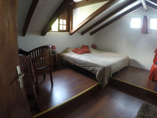 La grande chambre 1/4 avec son nouveau lit king size