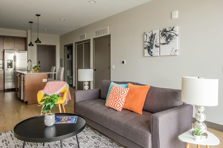Beautiful 1BR Apt in Downtown