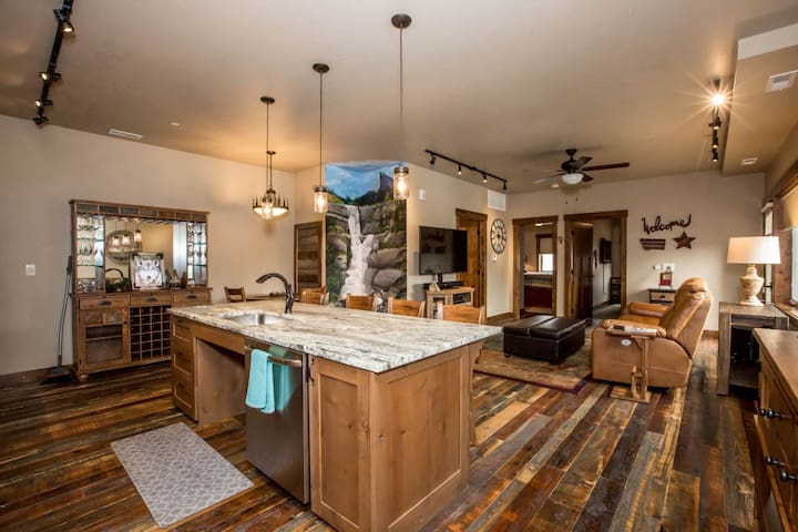 ADA Compliant Luxury 2 BD/1BA - Downtown Whitefish