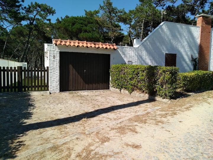 Casa do Pátio com piscina privada perto da praia.