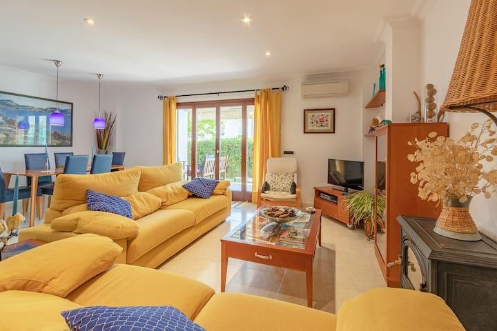 Apartamento con jardín privado, cerca del mar