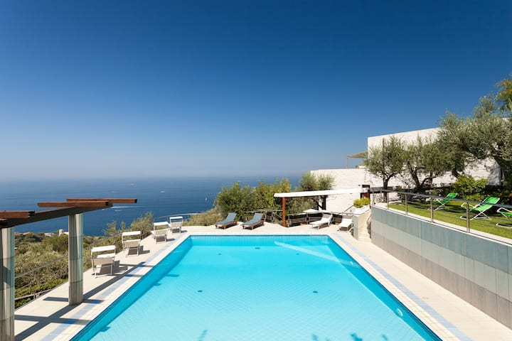Villa with private pool overlooking the sea, gardens and terraces with 12 bedrooms