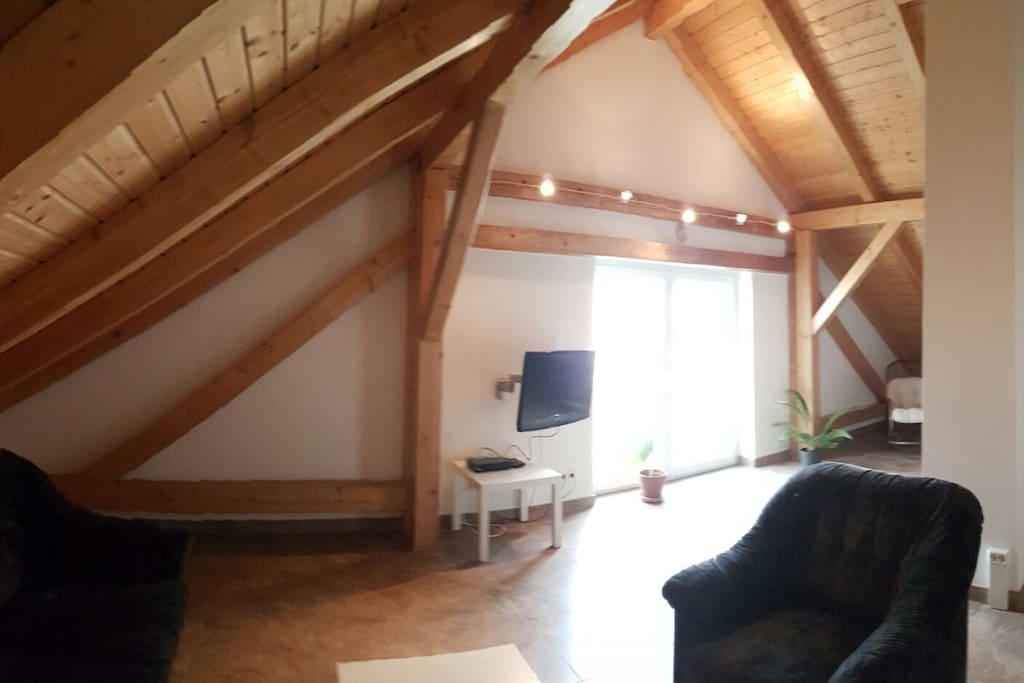 2. Zimmer mit Wohnlandschaft und Flachbildschirm / Doppelbett ca 55m2