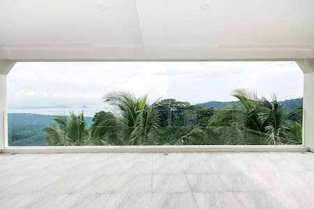 Tagaytay private room guesthouse (Taal view room)