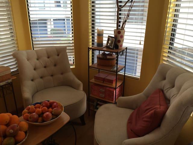 Corner Room in Golden Triangle