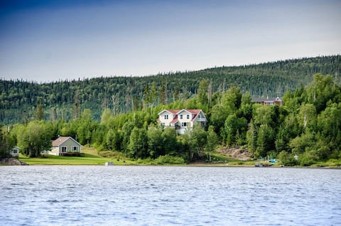 At the edge of Gros Morne Park -3 bdr