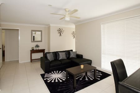 Central Wagga Self Catering Apart - Apartment