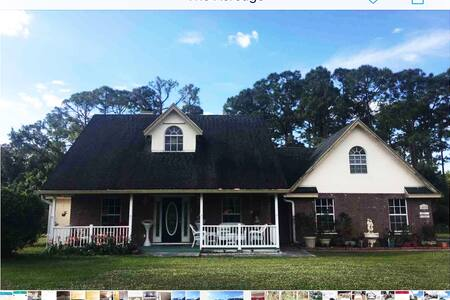 Cozy, Quiet, Country Home in the Acreage, FL