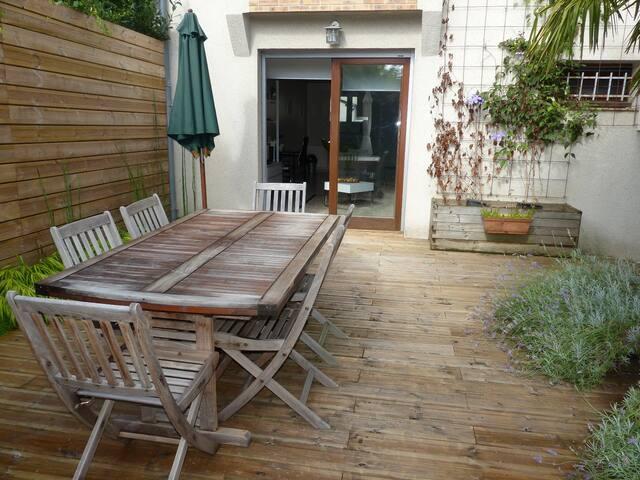 Studio avec terrasse quartier calme - Tours - Huoneisto