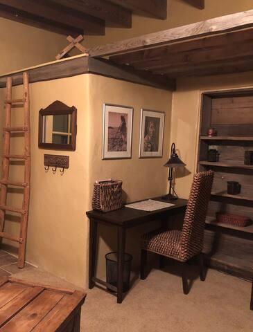 Casita Estancia! Quiet, comfy, secluded studio!