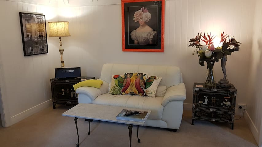 Comfy living space, with Smart TV & Netflix