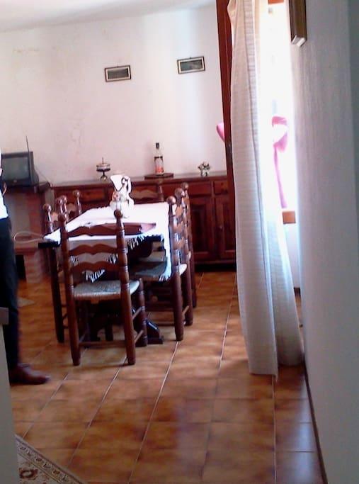 geräumiges Ess- und Wohnzimmer
