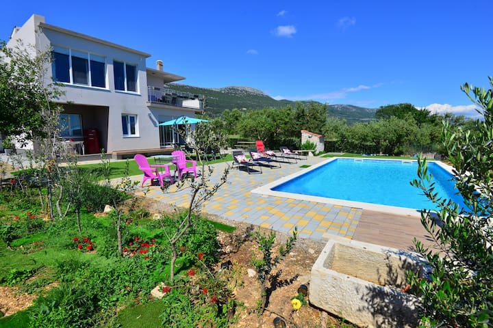 Villa with heated pool,jacuzzi and  sea view