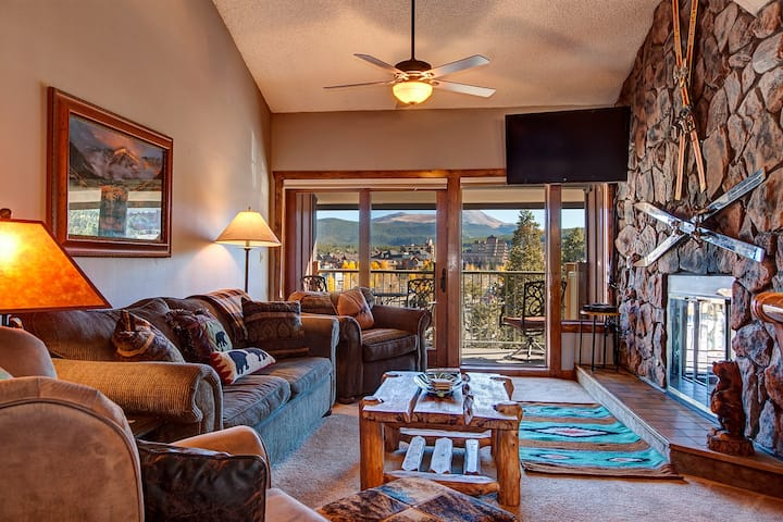 Ski-in Breckenridge Condo with On-Site Hot Tubs, 1 Block to Downtown, Stunning Views - Sleeps 10! - Sawmill Creek Condo 407