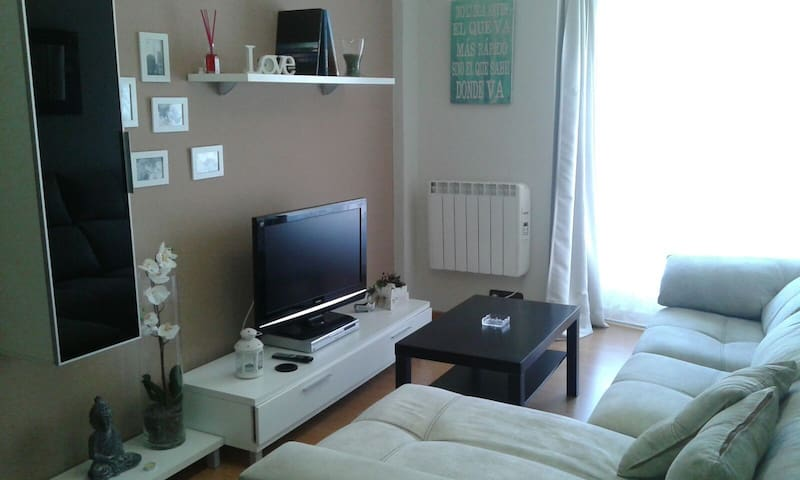 EXCELENTE PISO Y GARAJE CENTRO CANDAS CERCA PLAYA - Candás - Apartament
