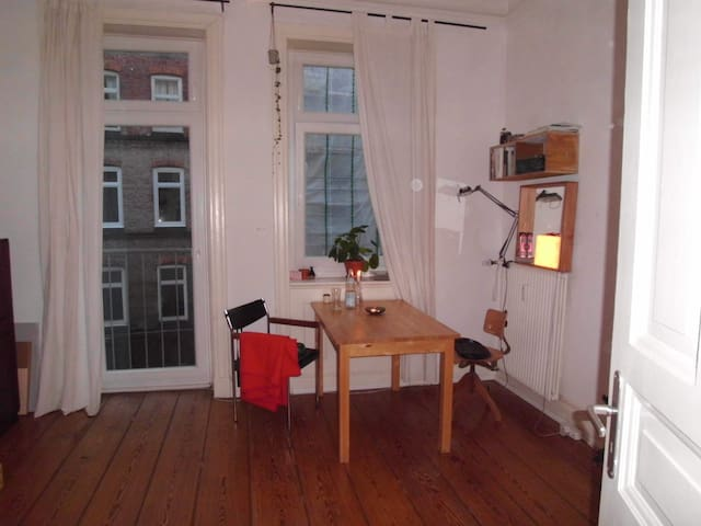 cosy flat in Hamburg St. Georg, 3mins. walk to hbf
