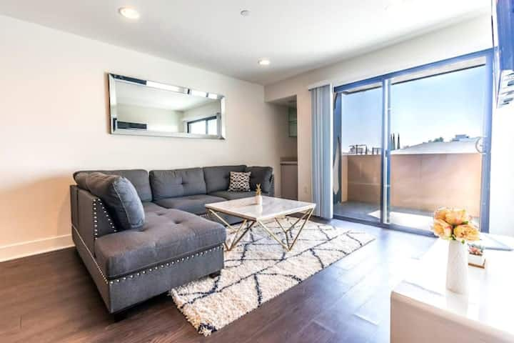 Modern New 3 bedroom Apartment in Hollywood!