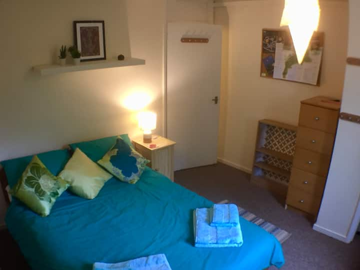 Bath - Comfortable double room near local services