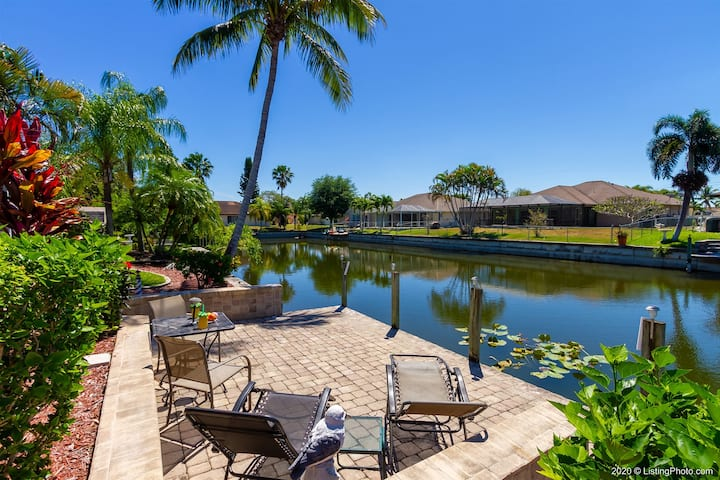 La Florida 3 bedroom, 2 bath house with pool, and Jacuzzi located near Cultural Parkway in Cape Coral