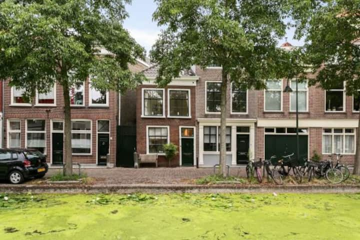 Delft canal house, 3 stories, style and comfort!