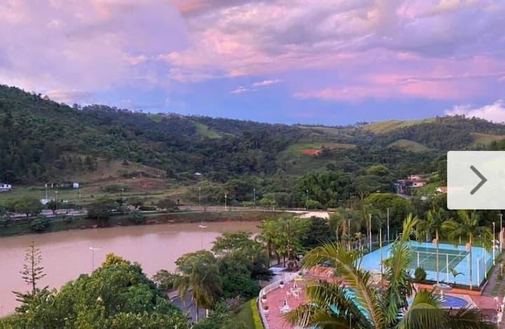 Aconchegante hotel em frente ao Lago Cavalinho