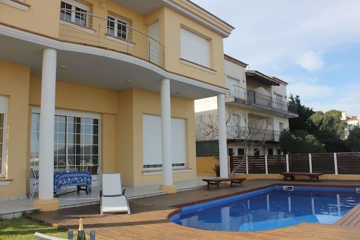 Superbe maison avec piscine vue mer et montagne - Llançà - Huis