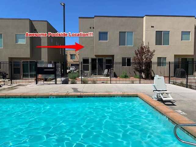 Incredible Poolside Location - Professionally Decorated - Downtown