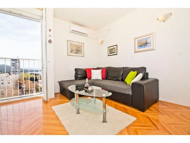 TOP Floor Apartment with Balcony & Two bedrooms