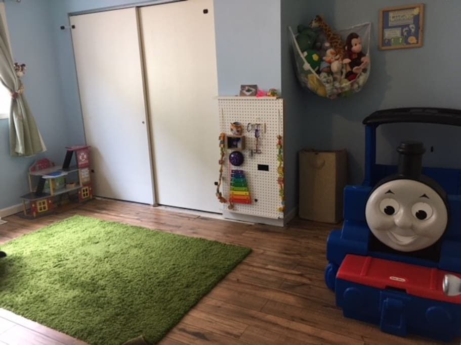 toddler bed room - sizeable