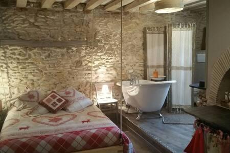Chambre romantique Chez Lila des bois, jacuz, pisc