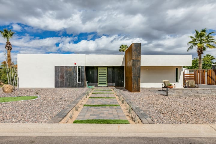 Modern newly renovated home in Old Town Scottsdale