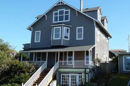 Nye Place Beach House- in the Heart of Newport!