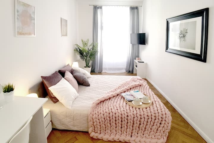 Peowiaków 8 Queens 3 Bedrooms Apartment + TV