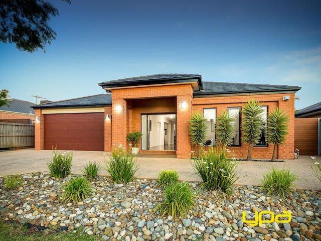 Comfortable modern home - Taylors Hill - Rumah