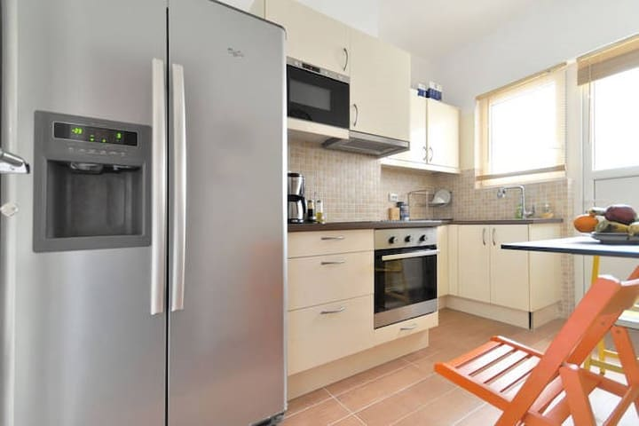 """""""1. Perfect location: very close to the city center, 10 to 15 mins walking distance.  2. Perfect apartment: clean, spacious, fully equipped.  3. Perfect experience: the hosts were very nice, welcoming and helpful.  I recommend the place without hesitation to anyone who is looking to enjoy a couple of days in Athens."""" - Ligia , March  2015"""