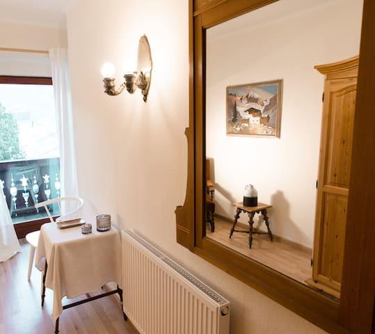 Romantisches Landhaus in den Alpen - Trins - Boutique-hotell