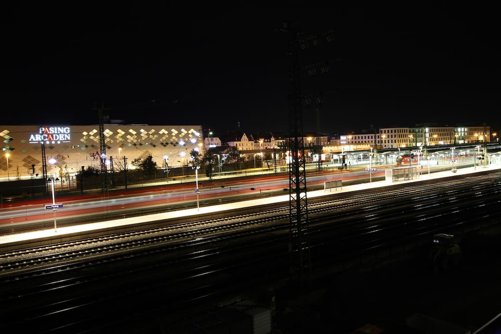 View at night to the S-Bahn station. 10 min to the Main station, every ~5min.